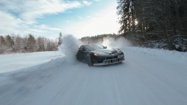 Winter drift fairytale: Toyota Supra goes against Corvette Z06