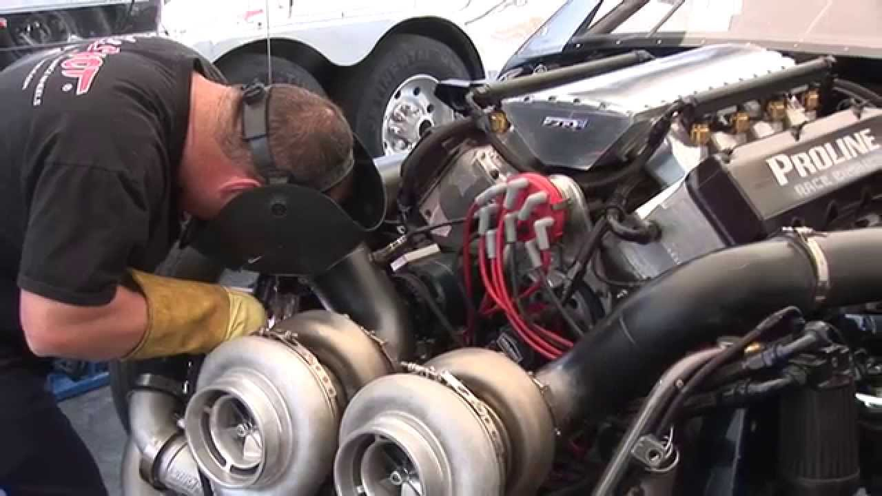 3000 hp Twin Turbo CADILLAC vs 3000 hp Twin Turbo CORVETTE