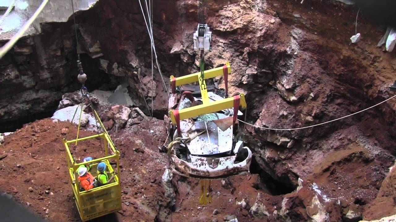 Camcorder video of the 1.5 Millionth Corvette coming up from sinkhole