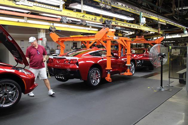 2014-chevrolet-corvette-stingray-factory-assembly-line